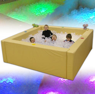 Интерактивный сухой бассейн (2) с подсветкой и переключателями (в комплекте 2800 шаров)