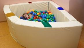 Интерактивный сухой бассейн угловой с подсветкой и переключателями