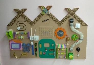 Декоративно-развивающая панель «Теремок»