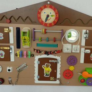 Декоративно-развивающая панель «Дом для животных»