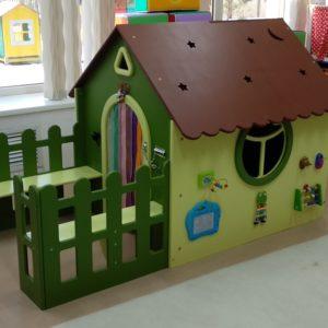 Декоративно-развивающая панель «Сказочный домик»